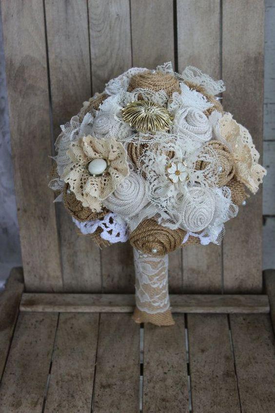 bukiet ślubny z koronki