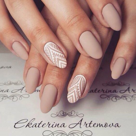 manicure koronkowy wzór