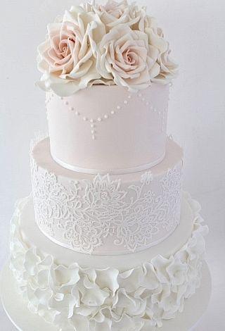 tort dekoracja z koronki