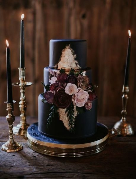 czarny tort weselny