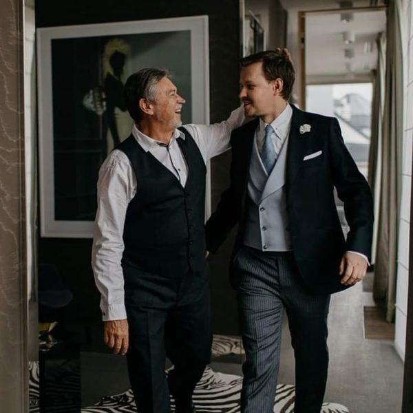 dwóch mężczyzn w garniturze