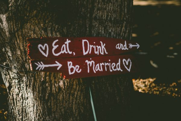napis Eat. Drink and be married